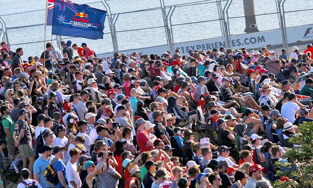 FIA to investigate Melbourne track invasion