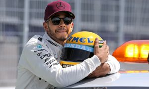 Record-setting lap puts Hamilton on pole in Canada