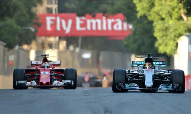 Lewis Hamilton (Mercedes, Sebastian Vettel (Ferrari), 2017 Azerbaijan Grand prix