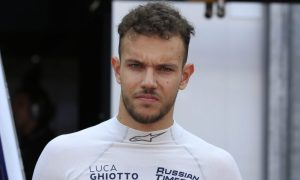 Williams puts Luca Ghiotto to the test in Hungary