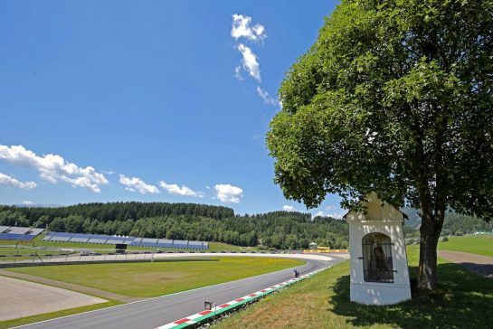 Track atmosphere06.07.2017. Formula 1 World Championship, Rd 9, Austrian Grand Prix, Spielberg, Austria, Preparation Day.- www.xpbimages.com, EMail: requests@xpbimages.com - copy of publication required for printed pictures. Every used picture is fee-liable. © Copyright: Charniaux / XPB Images