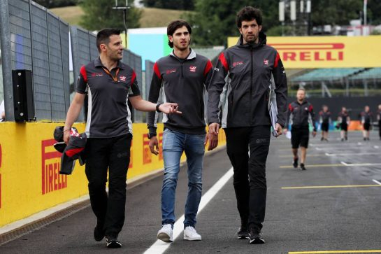 Antonio Giovinazzi (ITA) Haas F1 Team Test Driver (Centre) walks the circuit.