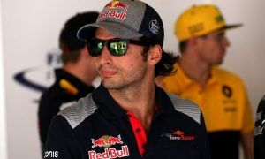Sainz remains mum on Renault move