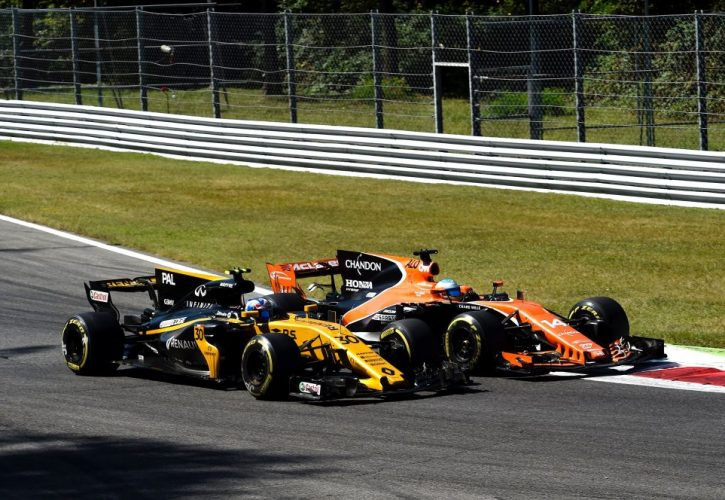 Jolyon Palmer (GBR) Renault Sport F1 Team.Fernando Alonso (ESP), McLaren F1 Team.