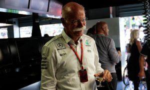 Mercedes boss Zetsche gives Bottas two thumbs up