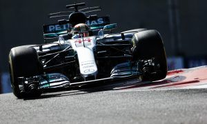 Mercedes and Hamilton fastest in final free practice session