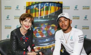 Lewis Hamilton bonds with Viviane Senna