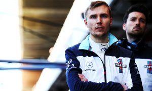 Kubica presence not adding pressure to Sirotkin's race seat