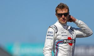 Flying sandwich bag likely wiped out Sirotkin's race!