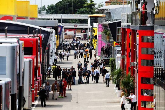 The paddock. 10.05.2018. Formula 1 World Championship, Rd 5, Spanish Grand Prix, Barcelona, Spain, Preparation Day. - www.xpbimages.com, EMail: requests@xpbimages.com - copy of publication required for printed pictures. Every used picture is fee-liable. © Copyright: Moy / XPB Images