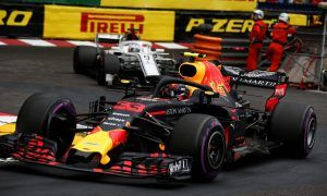 Sensible Verstappen makes the most of a difficult situation