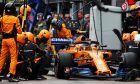 Stoffel Vandoorne (BEL) McLaren MCL33 makes a pit stop.