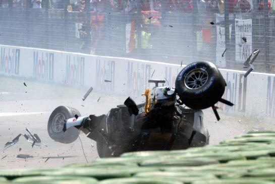 03.08.2003 Hockenheim, Deutschland, F1 am Hockenheimring, Start zum GP von Deutschland, CRASH / Unfall von Kimi Raikkonen, (Räikkönen, FIN, 06), West McLaren Mercedes, MP4-17D, auf der Strecke (Track) - Sonntag, Formel 1 Grand Prix (GP), Großer Preis von Deutschland 2003 (Länge 4.574m, Baden Württemberg) - Alle Bilder auf www.xpb.cc, eMail: info@xpb.cc - Abdruck ist honorarpflichtig. © Copyrightnachweis: xpb.cc