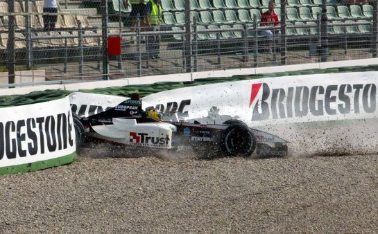 02.08.2003 Mannheim, Deutschland,F1 am Hockenheimring, Nicolas Kiesa (DK, 18), Minardi Cosworth, PS03, auf der Strecke (Track) bei seinem Crash in der Sachs Kurve - Samstag, Formel 1 Grand Prix (GP), Großer Preis von Deutschland 2003 (Länge 4.574m, Baden Württemberg) - Alle Bilder auf www.xpb.cc, eMail: info@xpb.cc - Abdruck ist honorarpflichtig. © Copyrightnachweis: xpb.cc