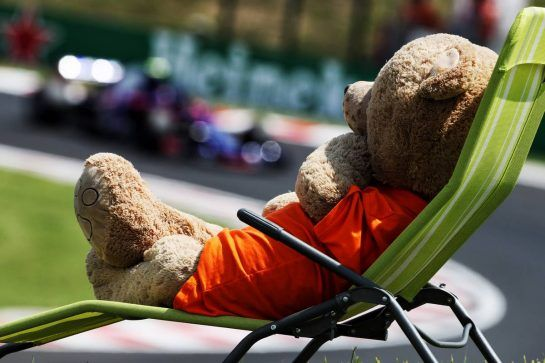 Pierre Gasly (FRA) Scuderia Toro Rosso STR13 watched by a teddy bear on a deck chair. 28.07.2018. Formula 1 World Championship, Rd 12, Hungarian Grand Prix, Budapest, Hungary, Qualifying Day. - www.xpbimages.com, EMail: requests@xpbimages.com - copy of publication required for printed pictures. Every used picture is fee-liable. © Copyright: Photo4 / XPB Images