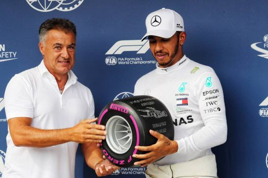Lewis Hamilton (GBR) Mercedes AMG F1 receives the Pirelli Pole Position award from Jean Alesi (FRA). 28.07.2018. Formula 1 World Championship, Rd 12, Hungarian Grand Prix, Budapest, Hungary, Qualifying Day. - www.xpbimages.com, EMail: requests@xpbimages.com - copy of publication required for printed pictures. Every used picture is fee-liable. © Copyright: Photo4 / XPB Images