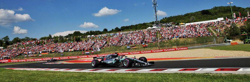 Lewis Hamilton (GBR) Mercedes AMG F1 W09.