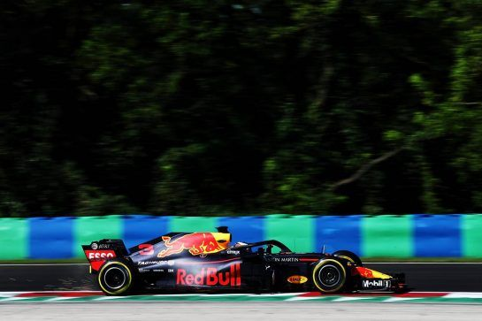 Daniel Ricciardo (AUS) Red Bull Racing RB14. 31.07.2018. Formula 1 Testing, Budapest, Hungary. - www.xpbimages.com, EMail: requests@xpbimages.com - copy of publication required for printed pictures. Every used picture is fee-liable. © Copyright: Moy / XPB Images