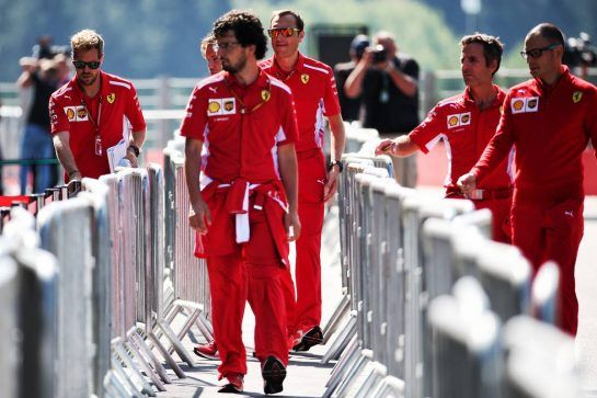 Sebastian Vettel (GER) Ferrari with the team. 23.08.2018. Formula 1 World Championship, Rd 13, Belgian Grand Prix, Spa Francorchamps, Belgium, Preparation Day. - www.xpbimages.com, EMail: requests@xpbimages.com - copy of publication required for printed pictures. Every used picture is fee-liable. © Copyright: Batchelor / XPB Images
