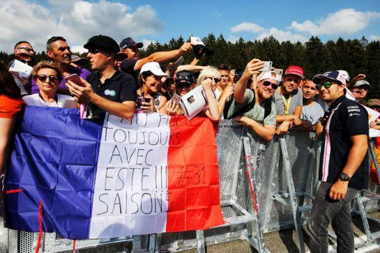 Sergio Perez (MEX) Force India F1 Team with fans. 23.08.2018. Formula 1 World Championship, Rd 13, Belgian Grand Prix, Spa Francorchamps, Belgium, Preparation Day. - www.xpbimages.com, EMail: requests@xpbimages.com - copy of publication required for printed pictures. Every used picture is fee-liable. © Copyright: Moy / XPB Images
