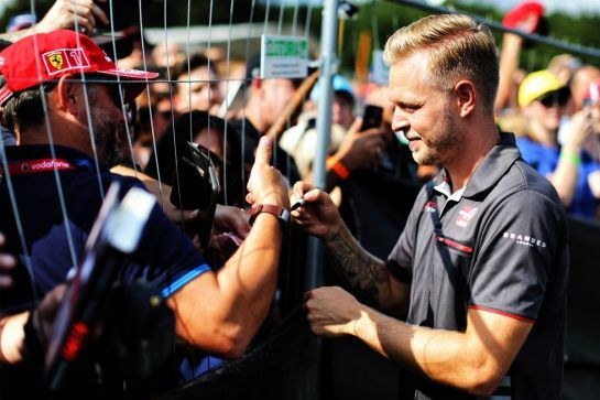 Kevin Magnussen (DEN) Haas F1 Team signs autographs for the fans. 23.08.2018. Formula 1 World Championship, Rd 13, Belgian Grand Prix, Spa Francorchamps, Belgium, Preparation Day. - www.xpbimages.com, EMail: requests@xpbimages.com - copy of publication required for printed pictures. Every used picture is fee-liable. © Copyright: Moy / XPB Images