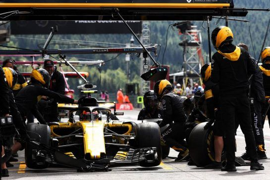 Carlos Sainz Jr (ESP) Renault Sport F1 Team RS18 practices a pit stop. 25.08.2018. Formula 1 World Championship, Rd 13, Belgian Grand Prix, Spa Francorchamps, Belgium, Qualifying Day. - www.xpbimages.com, EMail: requests@xpbimages.com - copy of publication required for printed pictures. Every used picture is fee-liable. © Copyright: Batchelor / XPB Images