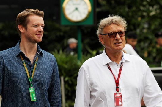 Hermann Tilke (GER) Circuit Designer (Right). 15.09.2018. Formula 1 World Championship, Rd 15, Singapore Grand Prix, Marina Bay Street Circuit, Singapore, Qualifying Day. - www.xpbimages.com, EMail: requests@xpbimages.com - copy of publication required for printed pictures. Every used picture is fee-liable. © Copyright: Photo4 / XPB Images