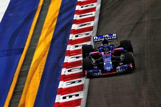 Brendon Hartley (NZL) Scuderia Toro Rosso STR13. 15.09.2018. Formula 1 World Championship, Rd 15, Singapore Grand Prix, Marina Bay Street Circuit, Singapore, Qualifying Day. - www.xpbimages.com, EMail: requests@xpbimages.com - copy of publication required for printed pictures. Every used picture is fee-liable. © Copyright: Moy / XPB Images