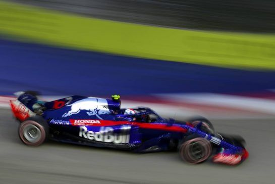 Pierre Gasly (FRA) Scuderia Toro Rosso  15.09.2018. Formula 1 World Championship, Rd 15, Singapore Grand Prix, Marina Bay Street Circuit, Singapore, Qualifying Day. - www.xpbimages.com, EMail: requests@xpbimages.com - copy of publication required for printed pictures. Every used picture is fee-liable. © Copyright: Charniaux / XPB Images