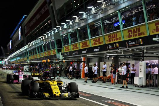 Carlos Sainz Jr (ESP) Renault Sport F1 Team RS18. 15.09.2018. Formula 1 World Championship, Rd 15, Singapore Grand Prix, Marina Bay Street Circuit, Singapore, Qualifying Day. - www.xpbimages.com, EMail: requests@xpbimages.com - copy of publication required for printed pictures. Every used picture is fee-liable. © Copyright: Batchelor / XPB Images