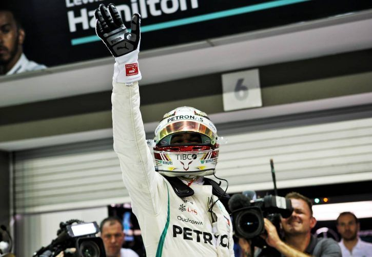 Lewis Hamilton (GBR) Mercedes AMG F1 celebrates his Singapore Grand Prix pole