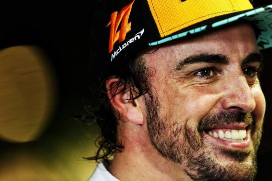 Fernando Alonso (ESP) McLaren with the media. 15.09.2018. Formula 1 World Championship, Rd 15, Singapore Grand Prix, Marina Bay Street Circuit, Singapore, Qualifying Day.  - www.xpbimages.com, EMail: requests@xpbimages.com - copy of publication required for printed pictures. Every used picture is fee-liable. © Copyright: Bearne / XPB Images