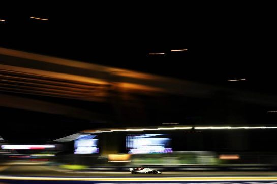 Charles Leclerc (MON) Sauber F1 Team C37. 15.09.2018. Formula 1 World Championship, Rd 15, Singapore Grand Prix, Marina Bay Street Circuit, Singapore, Qualifying Day. - www.xpbimages.com, EMail: requests@xpbimages.com - copy of publication required for printed pictures. Every used picture is fee-liable. © Copyright: Moy / XPB Images