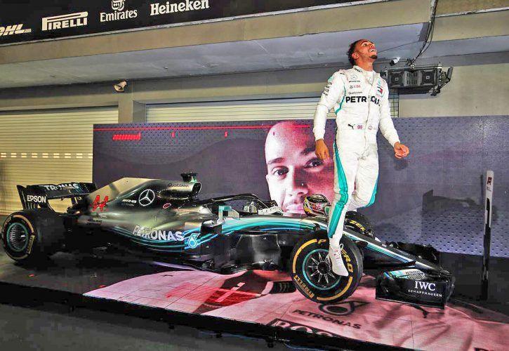 Singapore Grand Prix winner Lewis Hamilton (GBR) Mercedes AMG F1 celebrates in parc ferme.