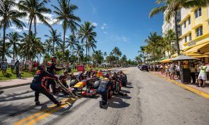 A pitstop on Ocean Drive for Max Verstappen