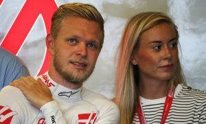 Magnussen makes a decent proposal to girlfriend Louise
