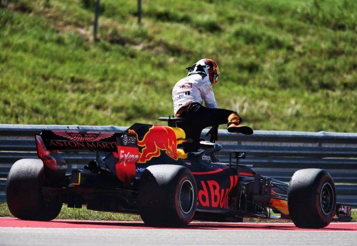 Daniel Ricciardo (AUS) Red Bull Racing RB14 retired from the US Grand Prix