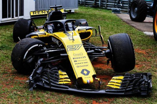 The damaged Renault Sport F1 Team RS18 of Nico Hulkenberg (GER) Renault Sport F1 Team, who crashed in the first practice session. 09.11.2018. Formula 1 World Championship, Rd 20, Brazilian Grand Prix, Sao Paulo, Brazil, Practice Day. - www.xpbimages.com, EMail: requests@xpbimages.com - copy of publication required for printed pictures. Every used picture is fee-liable. © Copyright: Moy / XPB Images