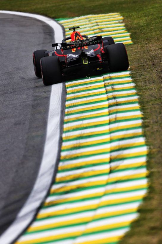 Daniel Ricciardo (AUS) Red Bull Racing RB14. 09.11.2018. Formula 1 World Championship, Rd 20, Brazilian Grand Prix, Sao Paulo, Brazil, Practice Day. - www.xpbimages.com, EMail: requests@xpbimages.com - copy of publication required for printed pictures. Every used picture is fee-liable. © Copyright: Moy / XPB Images