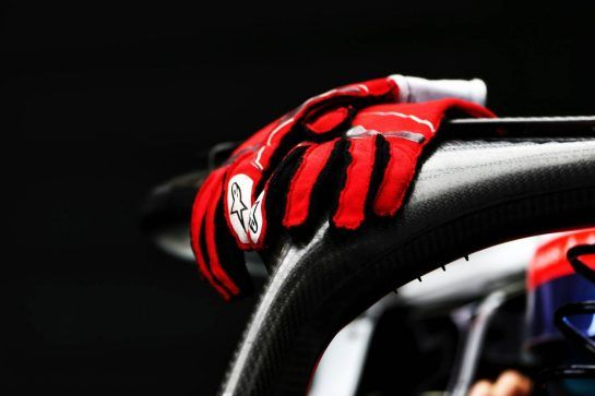 Romain Grosjean (FRA) Haas F1 Team VF-18 - Alpinestars racing glove. 10.11.2018. Formula 1 World Championship, Rd 20, Brazilian Grand Prix, Sao Paulo, Brazil, Qualifying Day. - www.xpbimages.com, EMail: requests@xpbimages.com - copy of publication required for printed pictures. Every used picture is fee-liable. © Copyright: Moy / XPB Images