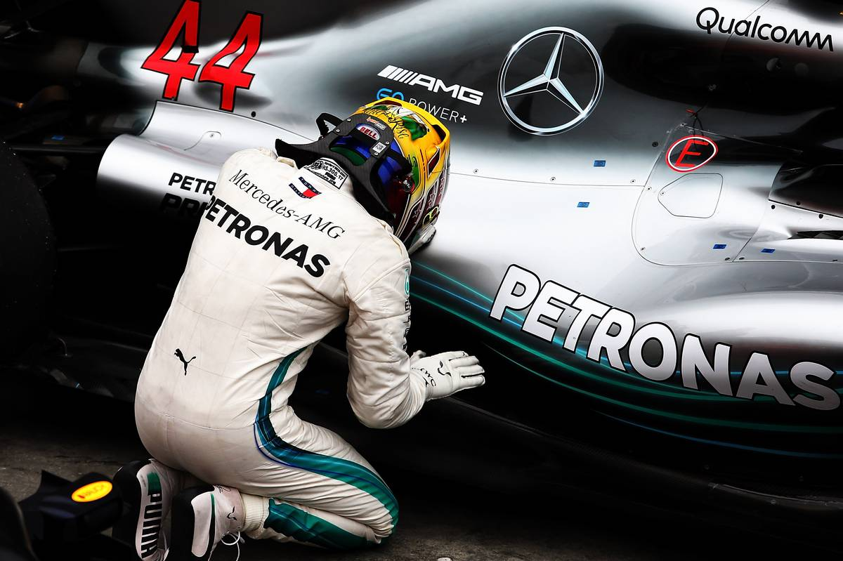 Race winner Lewis Hamilton (GBR) Mercedes AMG F1 W09 celebrates in parc ferme.