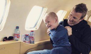Kimi heads back home, family in tow