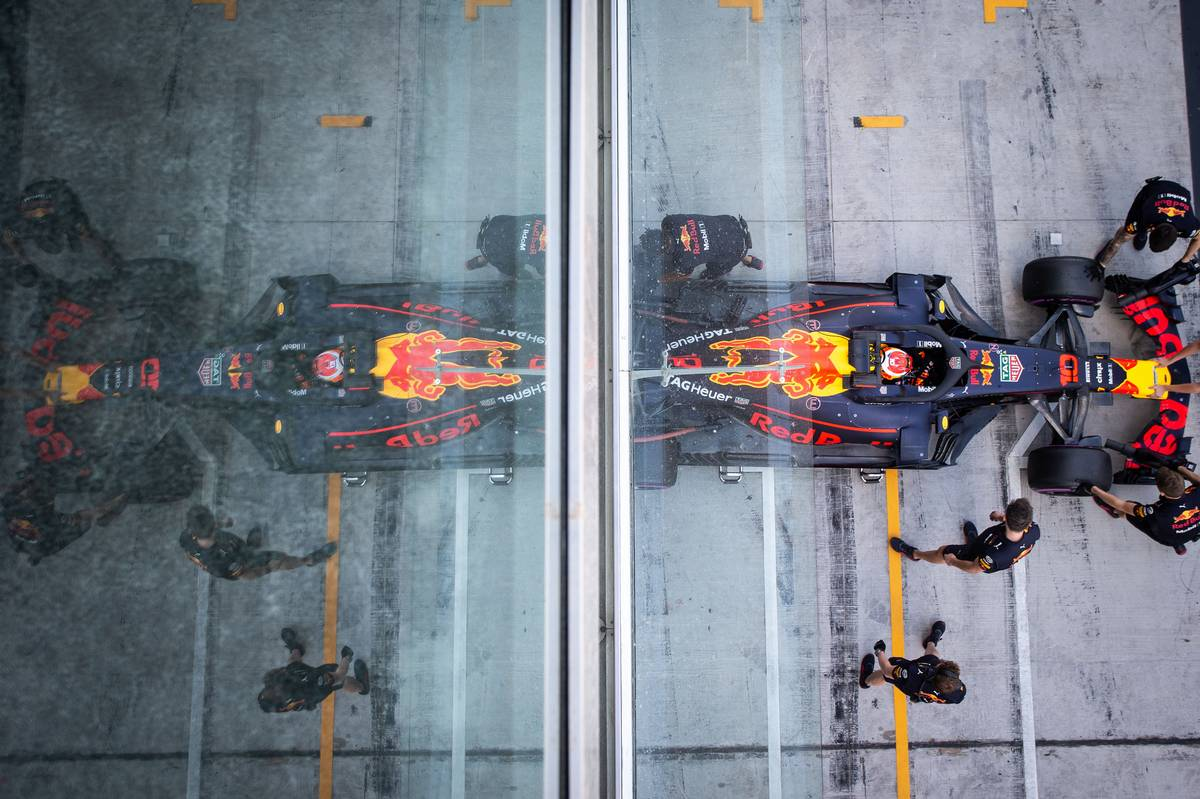Pierre Gasly (FRA) Red Bull Racing RB14 in the pits.