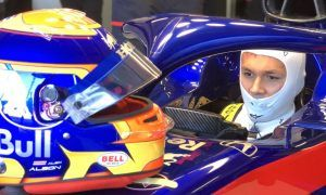 Albon gets first taste of F1 with Toro Rosso shakedown