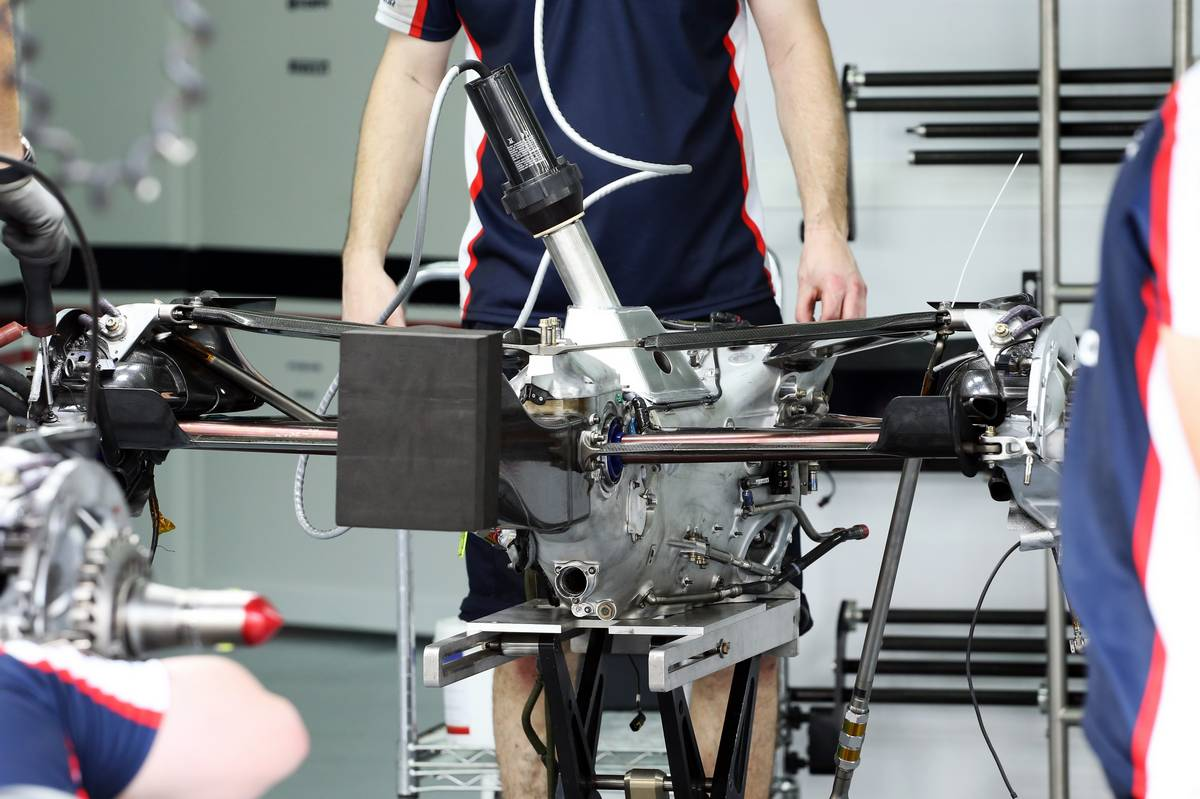 Williams FW35 gearbox and rear suspension.