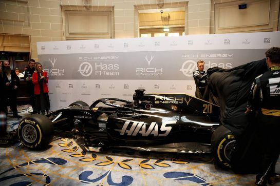 Romain Grosjean (FRA) Haas F1 Team and Kevin Magnussen (DEN) Haas F1 Team unveil the new livery on the Haas VF-18.