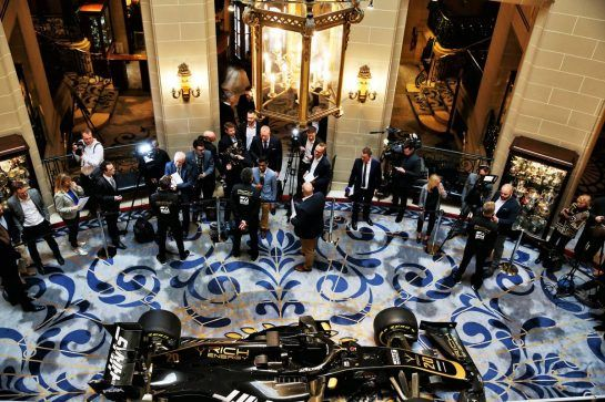 Romain Grosjean (FRA) Haas F1 Team; Guenther Steiner (ITA) Haas F1 Team Prinicipal; and Kevin Magnussen (DEN) Haas F1 Team, with the media.