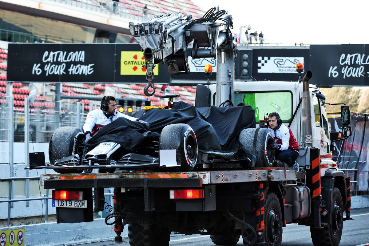 The Alfa Romeo Racing C38 of Kimi Raikkonen (FIN) Alfa Romeo Racing is recovered back to the pits on the back of a truck.