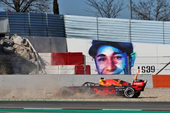 Max Verstappen (NLD) Red Bull Racing RB14 spins. 27.02.2019. Formula One Testing, Day Two, Barcelona, Spain. Wednesday. - www.xpbimages.com, EMail: requests@xpbimages.com - copy of publication required for printed pictures. Every used picture is fee-liable. © Copyright: Batchelor / XPB Images