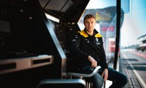 Thanks to race experience, Sirotkin better armed for Renault role